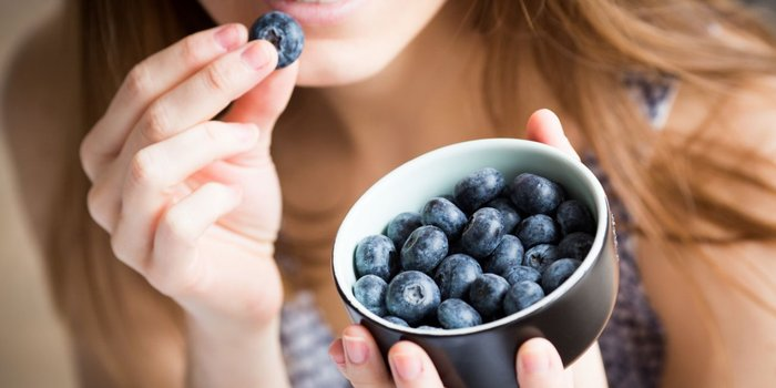 5 Everyday Strategies to Make Your Brain Stronger (One of Them Involves Eating)